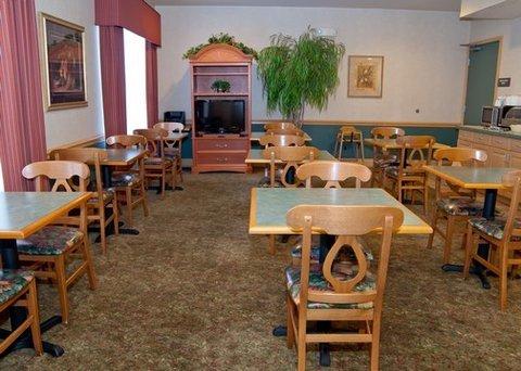 фото Quality Inn & Suites Cincinnati Sharonville 487955050