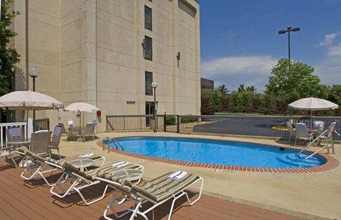 фото Hampton Inn St. Louis - Westport 487965184