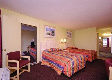 фото Econo Lodge Inn & Suites Maingate Central 487975603