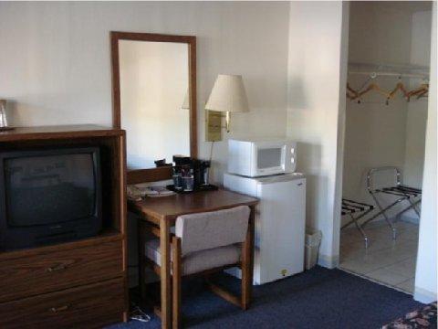 фото Budget Host Hills Hot Springs Hotel 487980610
