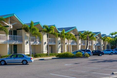 фото Best Western PLUS Yacht Harbour Inn 487985474