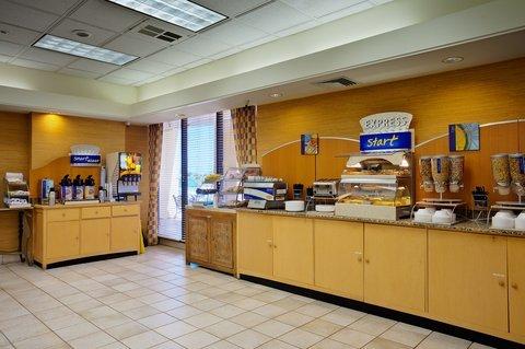 фото Holiday Inn Express at Monterey Bay 487987514