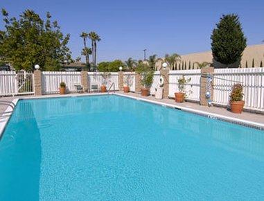 фото Ramada Inn and Suites Costa Mesa/Newport Beach 487993622