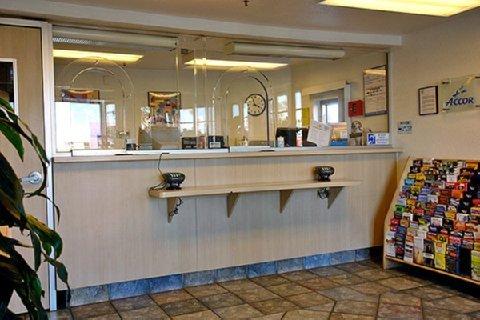 фото Motel 6 Buena Park - Knotts / Disneyland 487997852