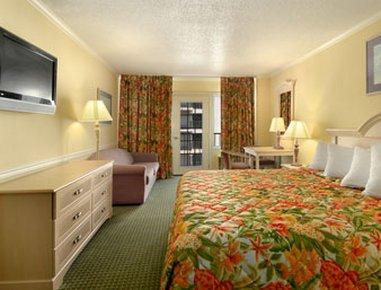 фото Howard Johnson Oceanfront Plaza Hotel 487999055