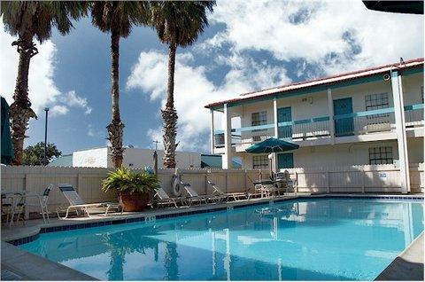 фото La Quinta Inn Clute Lake Jackson 488000761