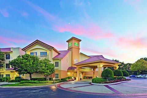 фото La Quinta Inn & Suites Dallas Addison-Galleria 488003638