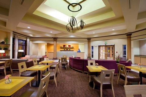 фото La Quinta Inn & Suites Alexandria Airport 488004349