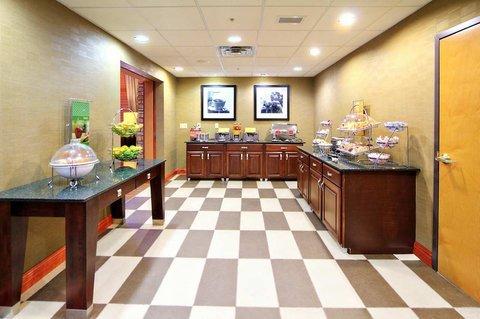фото Hampton Inn & Suites Petoskey 488007195