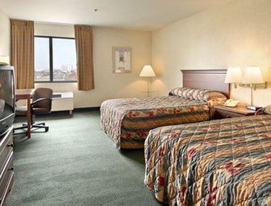 фото Ramada Plaza Hotel LAX - El Segundo 488013485