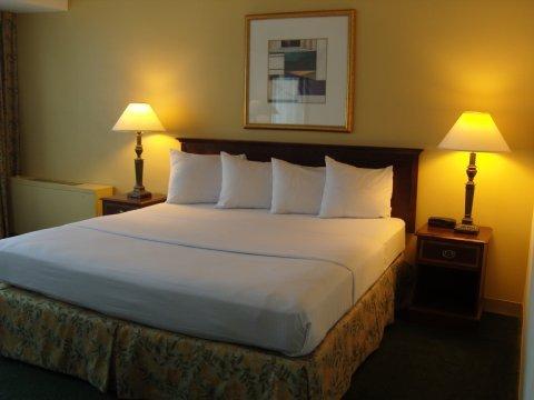 фото LaGuardia Airport Hotel 488013712