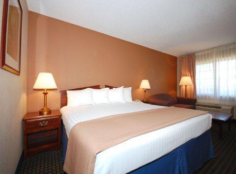 фото Magnuson Hotel Red Baron 488015303