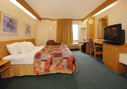 фото Sleep Inn And Suites 488017090