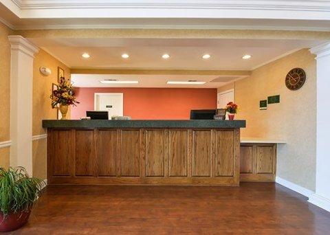 фото Quality Inn Oak Ridge 488018368