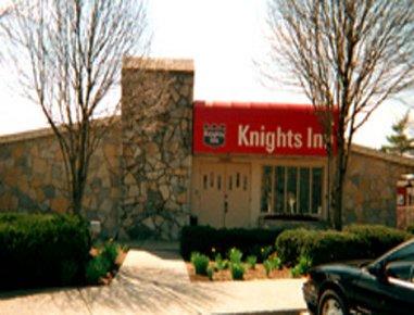 фото Richmond Knights Inn 488024297