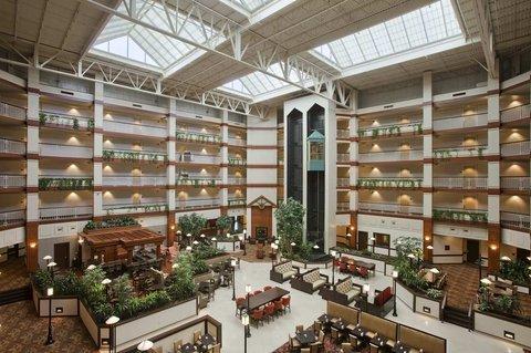 фото Hilton Suites Auburn Hills 488024755