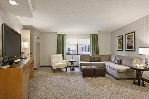 фото Hilton Suites Auburn Hills 488024757