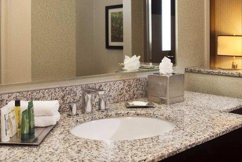 фото Hilton Suites Auburn Hills 488024768