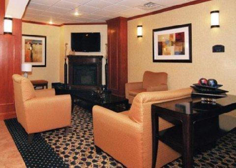 фото Comfort Suites Pratt 488031506