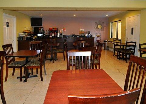 фото Comfort Inn & Suites Near Folsom Lake 488032440