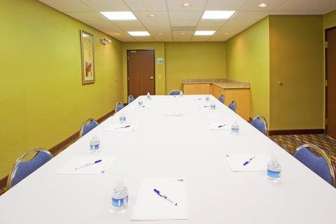 фото Holiday Inn Express Hotel & Suites Thornburg-S. Fredericksburg 488033088