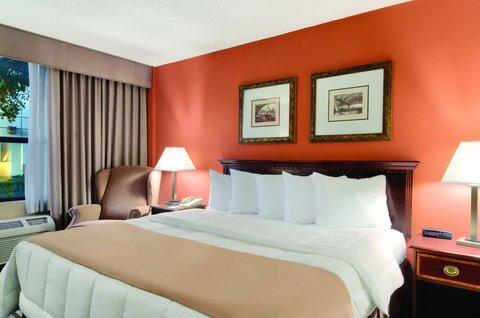 фото Wyndham Garden Hotel Park Central 488038240