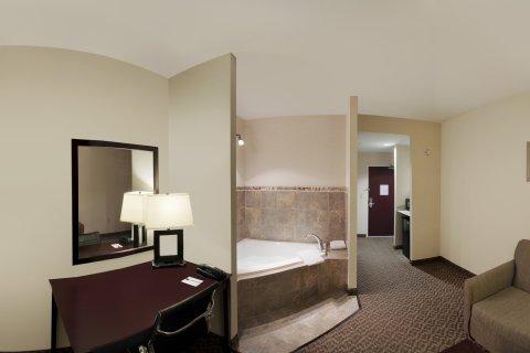 фото Comfort Suites Cicero 488040483