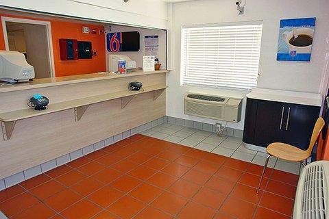 фото Motel 6 San Antonio - Fiesta 488042088