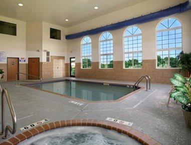 фото Howard Johnson Inn And Suites Oacoma 488051995