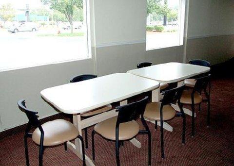 фото Econo Lodge Inn & Suites 488052464