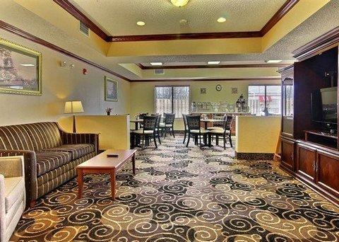 фото Comfort Inn & Suites Niles 488053799