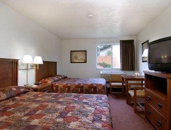 фото Super 8 Richlands Claypool Hill Area Hotel 488060634