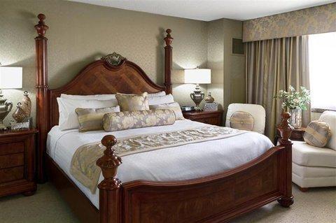 фото Crowne Plaza Hotel Minneapolis West 488061941