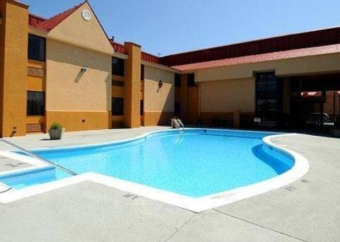 фото Clarion Inn & Suites 488062520
