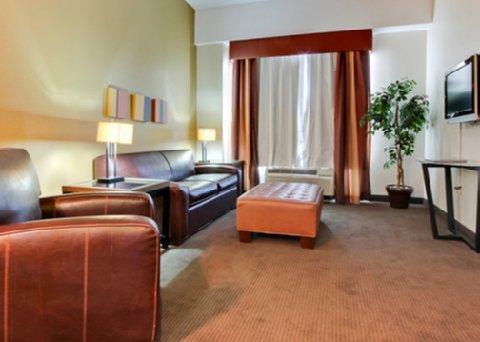 фото Comfort Suites Newport 488065994