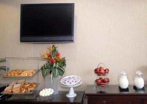 фото Comfort Suites Newport 488065996