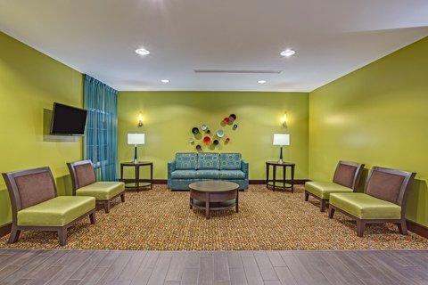 фото La Quinta Inn & Suites Starkville 488068183