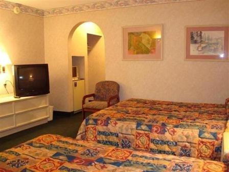фото O`Hare Inn & Suites 488069873
