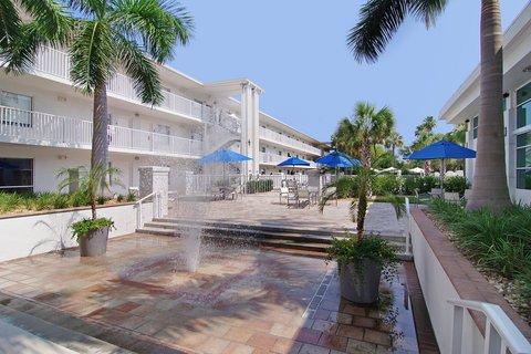 фото Crowne Plaza Hotel Tampa-Westshore 488071573