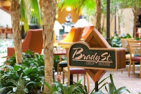 фото Radisson Quad City Plaza Hotel 488072285