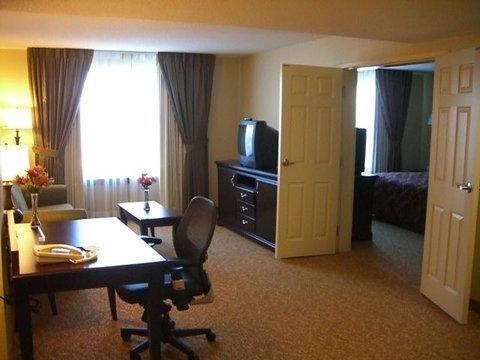 фото Days Inn & Suites Tucker/Northlake 488076383