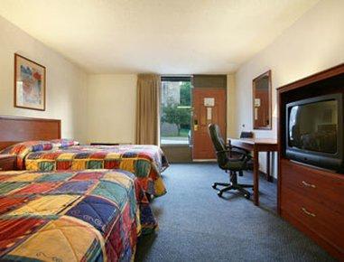 фото Howard Johnson Inn & Suites Springfield 488078114