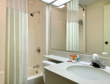 фото Howard Johnson Inn & Suites Springfield 488078115