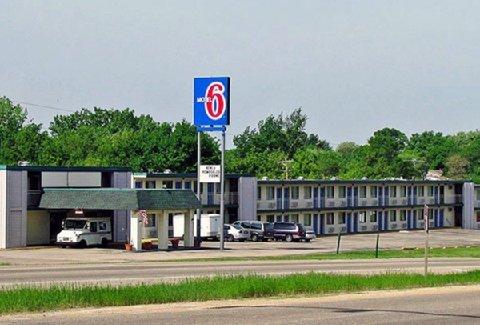 фото Motel 6 Dubuque IA 488081365
