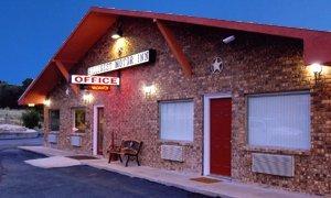 фото Hillcrest Inn & Suites 488087556