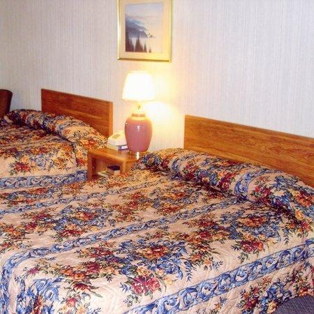 фото Hillcrest Inn & Suites 488087560