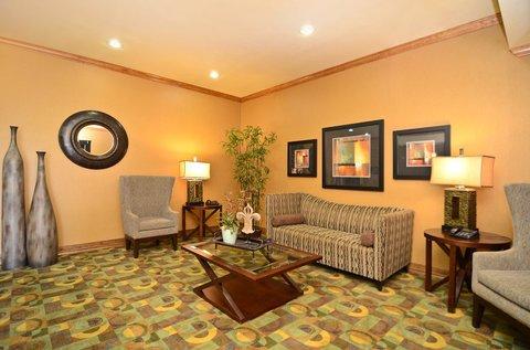 фото Best Western Christopher Inn & Suites 488087656