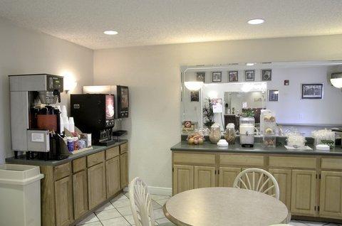фото Red Roof Inn Pensacola East - Milton 488093352