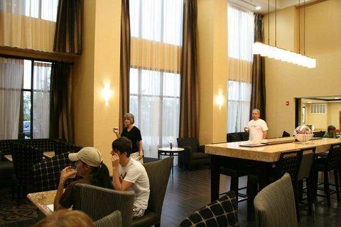 фото Hampton Inn and Suites Pine Bluff 488111813