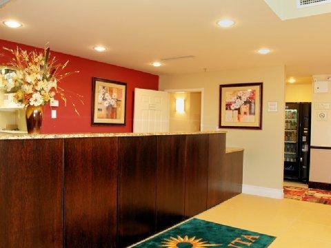 фото La Quinta Inn & Suites JFK Airport 488113042